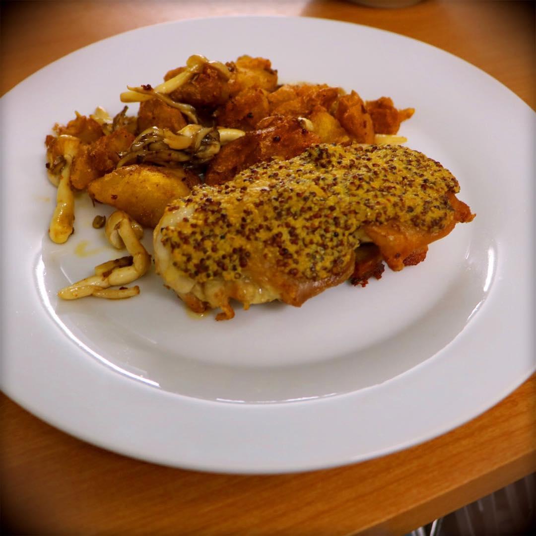 ジューシー国産鶏の粒マスタード焼き 880円