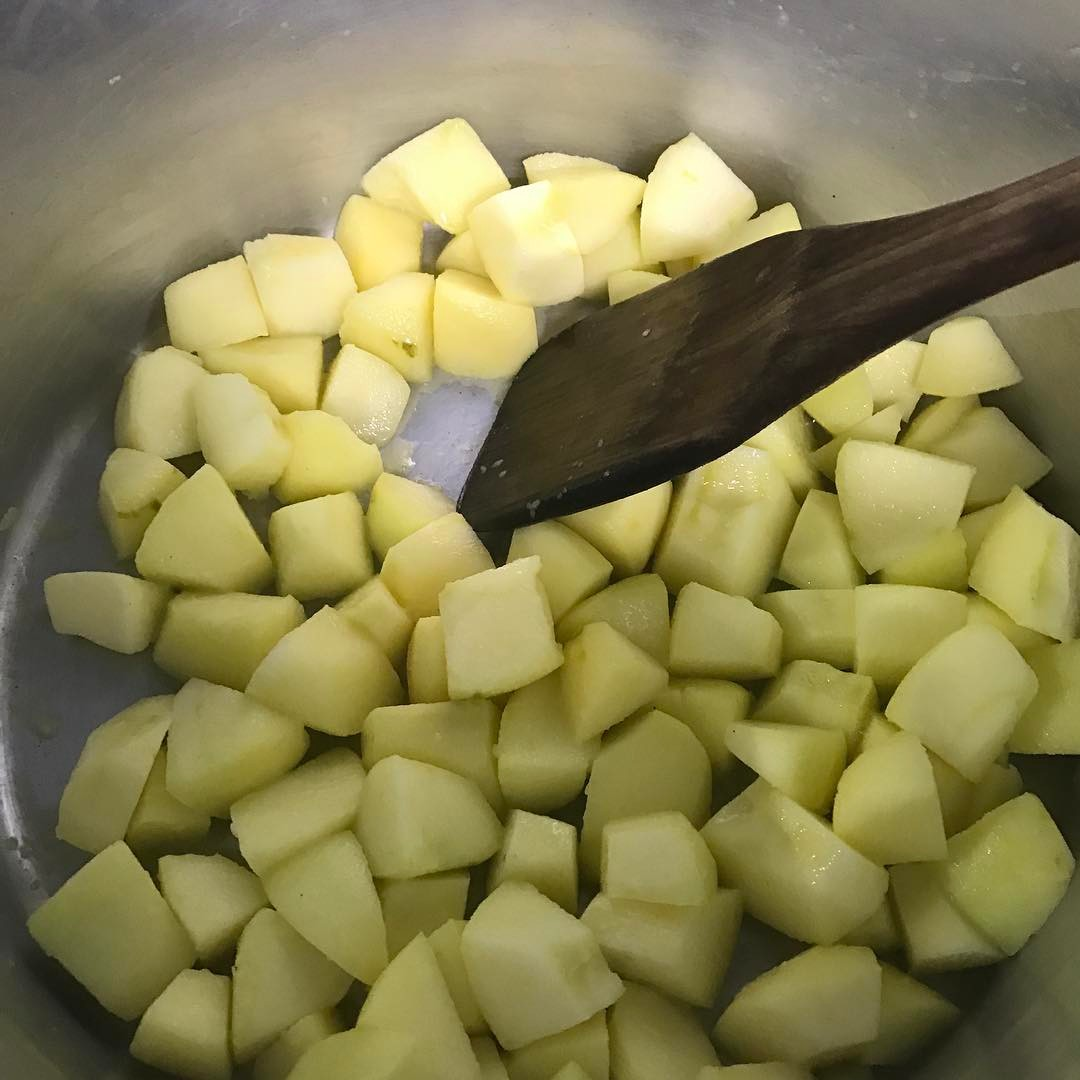 群馬県産リンゴのデザートを考えてます٩(๑❛ᴗ❛๑)۶