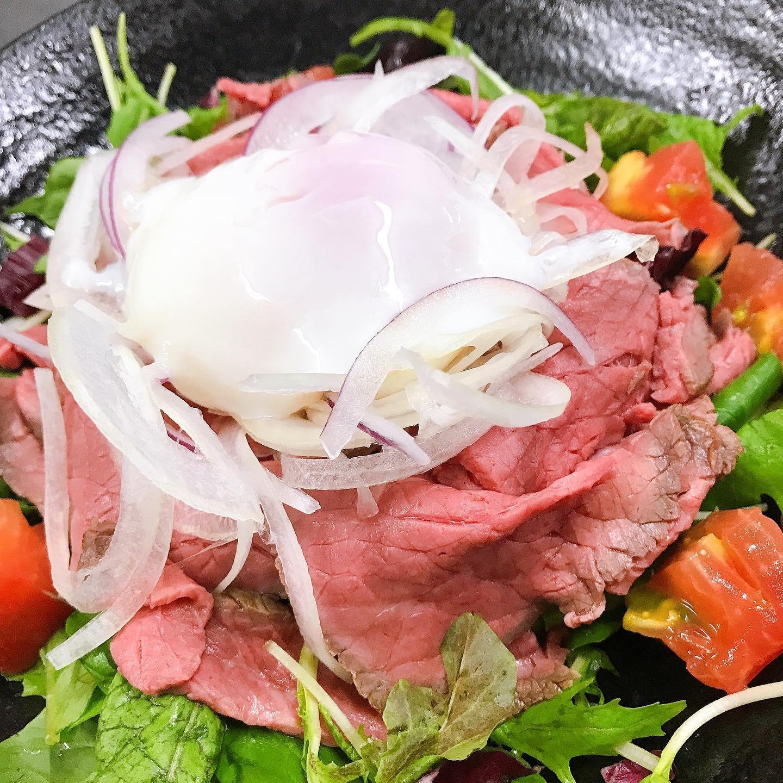 オススメのローストビーフ丼🥩 美味しくてボリューム満点お得なランチセットにいかがですか️