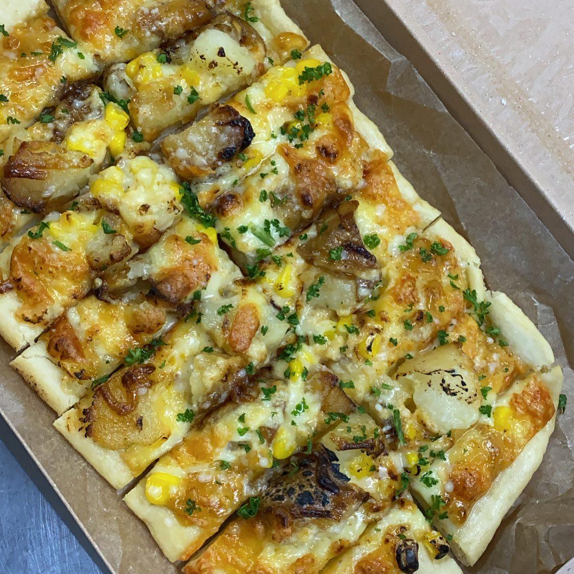 なっぱ畑のピザは、 こんな感じで食べやすい∩^ω^∩ おやつにどうですか? ハァ〜イ!!