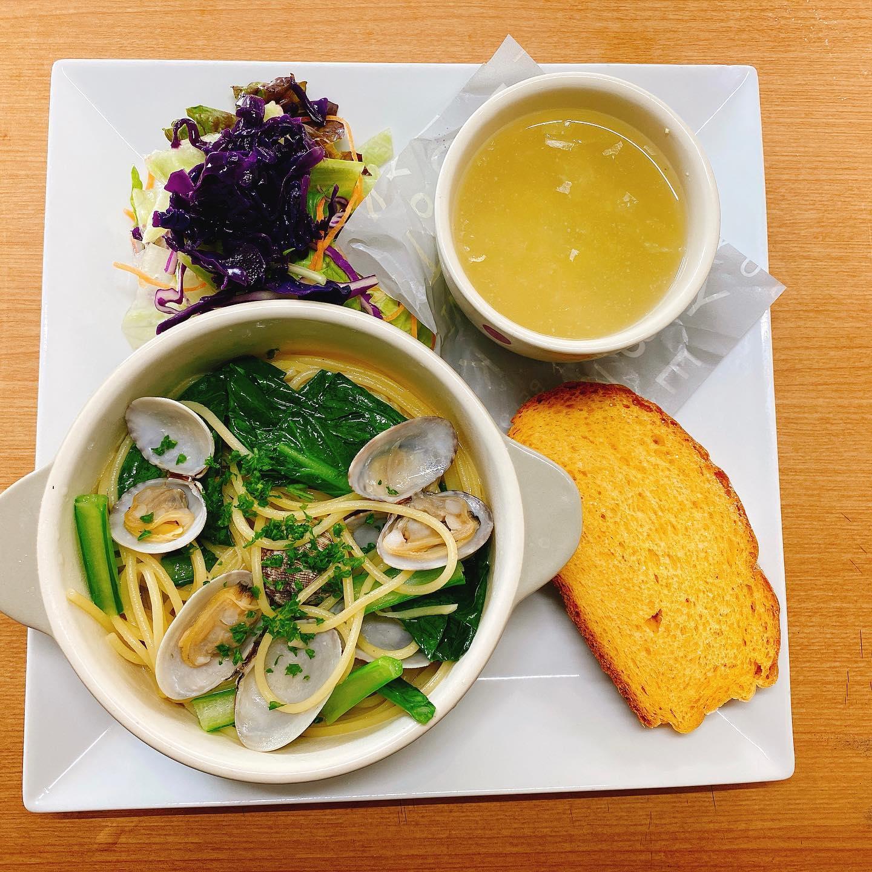 今日のプレートランチ 小松菜とあさりのパスタ