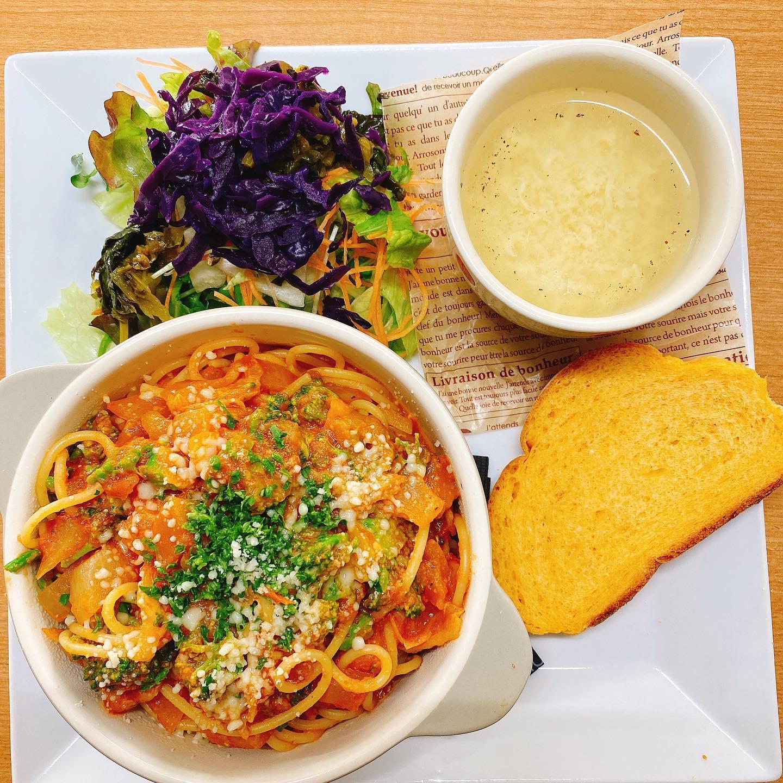 今日のランチプレート 野菜のトマトソースパスタ