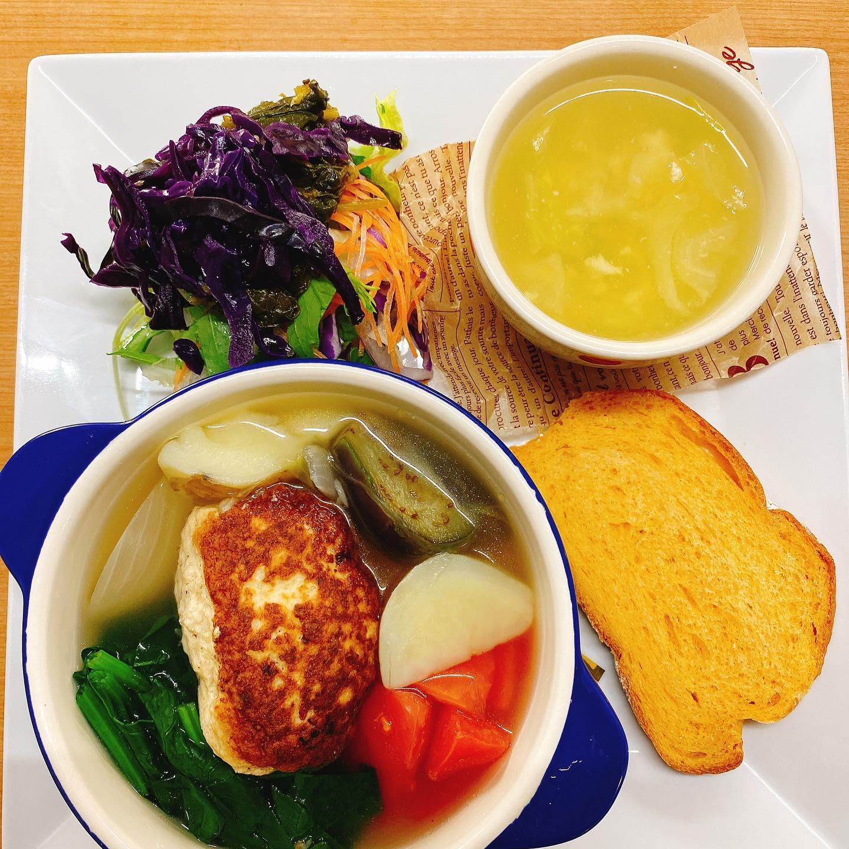 今日のプレートランチ(//∇//) 豆腐ハンバーグのポトフ ゴロゴロした野菜が🥦沢山入った贅沢なプレートランチ(//∇//)