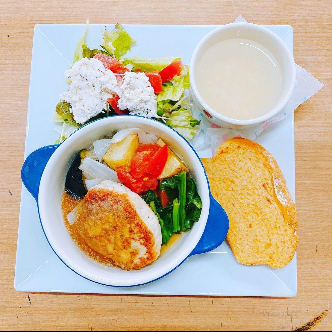 プレートランチ 豆腐ハンバーグですよ♪ なっぱ畑で人気の豆腐ハンバーグ (//∇//)